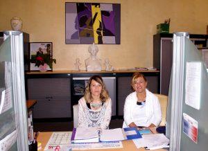 accueil de la mairie : Sylvie Veyre (à droite) et Johanne Dumollard