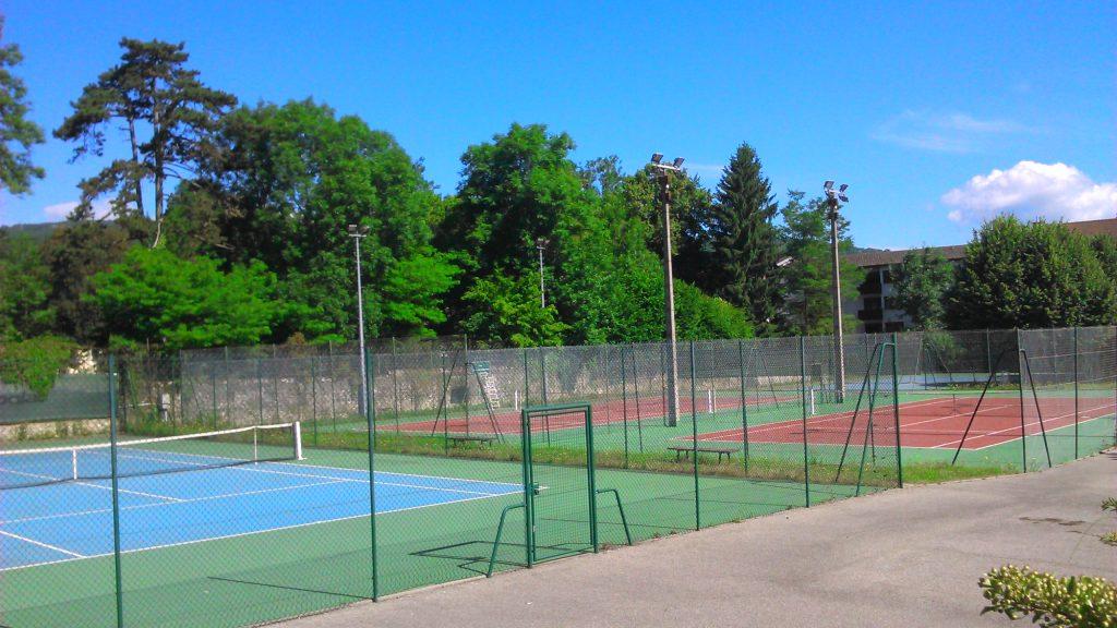 les cours de tennis